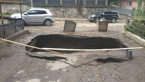 В Рахове мощнаый ливень разрушил мост