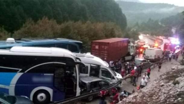 ВТурции произошла авария сучастием 30 машин, есть пострадавшие
