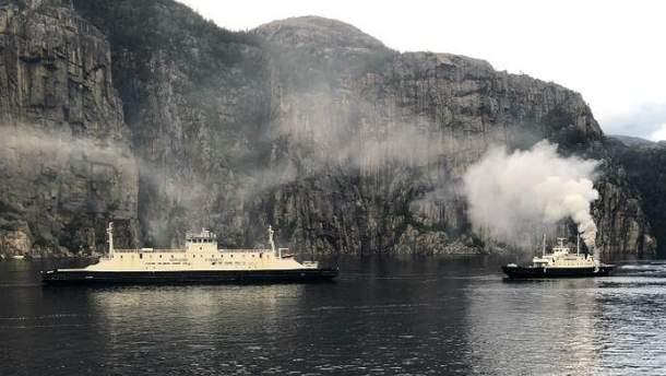 У Норвегії у морі загорівся туристичний пором