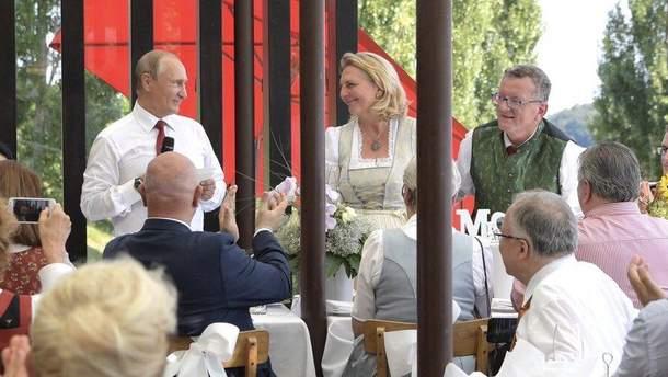 Путин на свадьбе главы МИД Австрии Карин Кнайсль