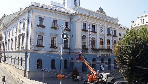 В Черновцах депутат горсовета проник в кабинет мэра