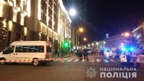 Неизвестный открыл стрельбу у городского совета Харькова