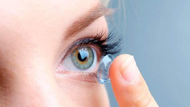 Спати у контактних лінзах небезпечно