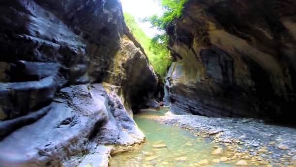 Повінь в Італії заблокувала туристів в ущелині Реганелло