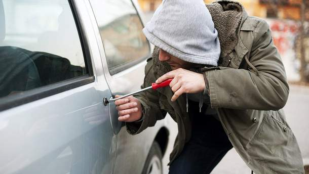 На Киевщине полиция задержала угонщиков элитных авто