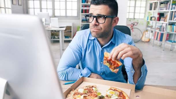 Почему не стоит заедать стресс едой