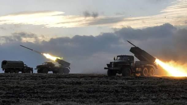 Боевики стягивают технику к линии разграничения