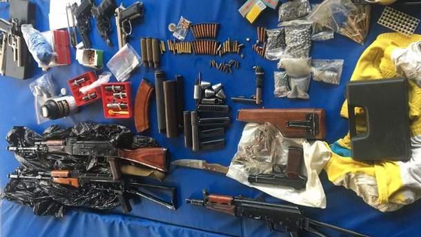 Сотрудники полиции изъяли целый арсенал оружия