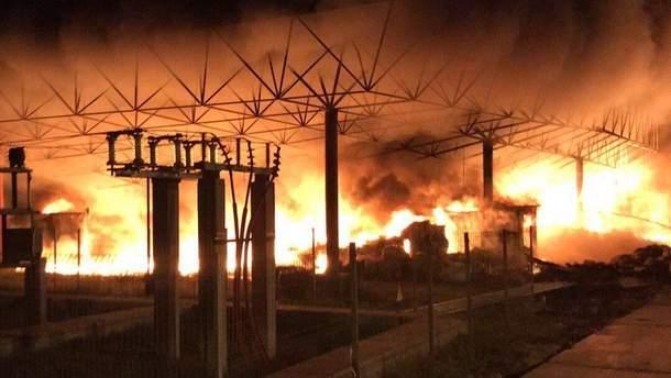 Масштабна пожежа на заводі з переробки пластику біля Харкова