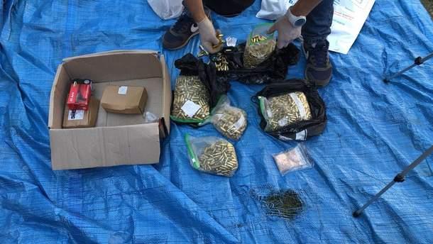 На Закарпатье задержали мужчину, который продавал оружие через экспресс-почту