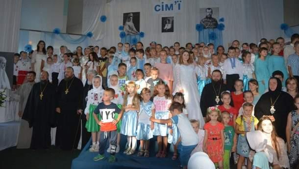 УПЦ МП организовала масштабный фестиваль на Ровенщине: украинские дети прославляли русского царя