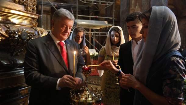 Порошенко с семьей молились за Украину