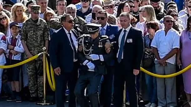 Солдат потерял сознание во время парада ко Дню Независимости в Киеве