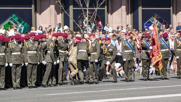 Під час параду Дня Незалежності знепритомніли два солдати