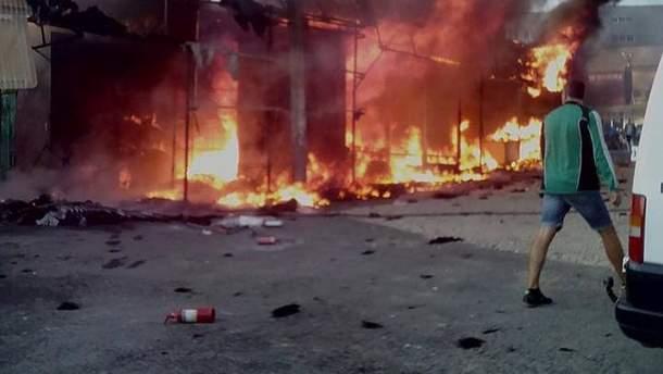 В Хмельницком загорелся рынок  несколько киосков сгорело дотла 0f819b055dff5