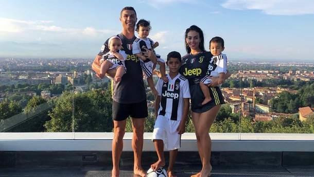 Кріштіану Роналду з сім'єю
