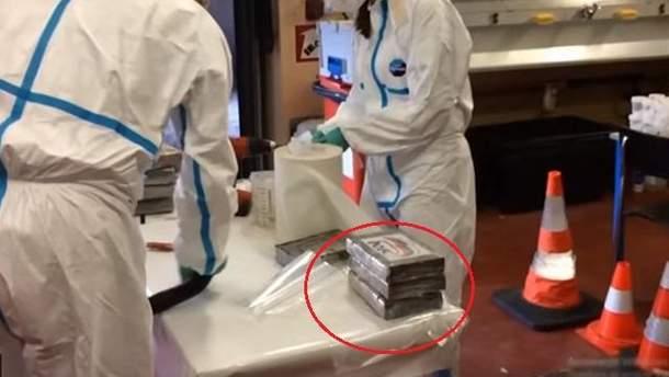 """Наркотики в пакунках з логотипом """"Єдиної Росії"""""""