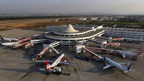 У Анталії затримують рейс з українськими туристами