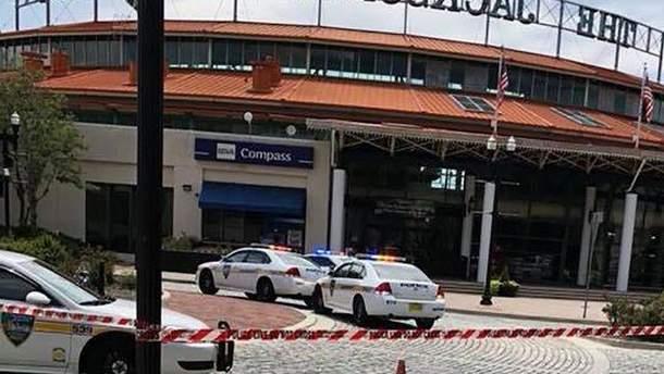 Фото з місця стрілянини у Флориді