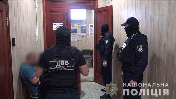 В Одеській області затримали працівників міграційної служби