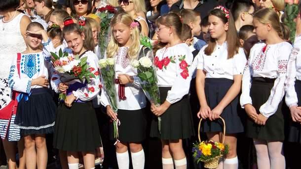 Більшість шкіл та вишів провели святкові лінійки 1 вересня