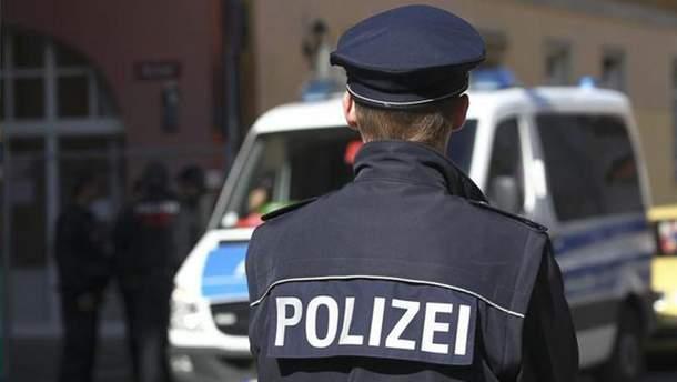 Поліцейські вигукували антиіммігрантські гасла