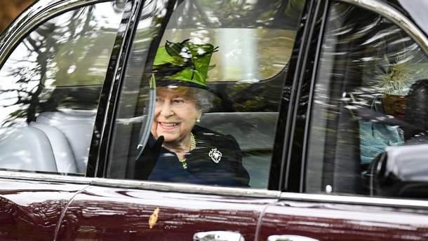 Королева Елизавета II посетила церковь в Шотландии