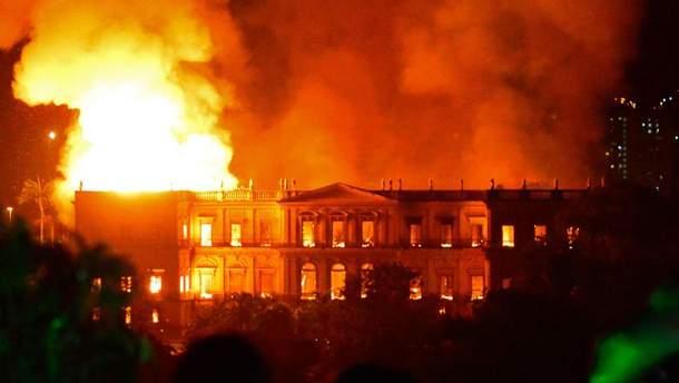 Пожар уничтожил исторический музей в Бразилии