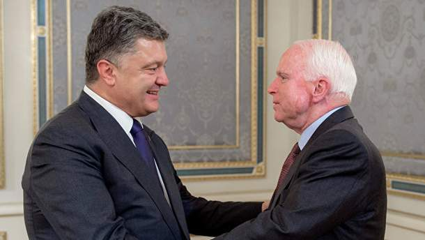 Петро Порошенко і Джон Маккейн