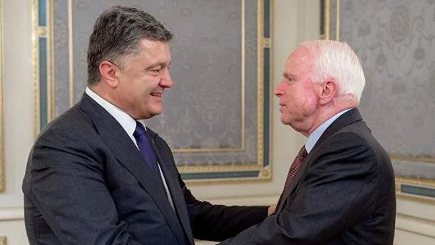 Петр Порошенко и Джон Маккейн