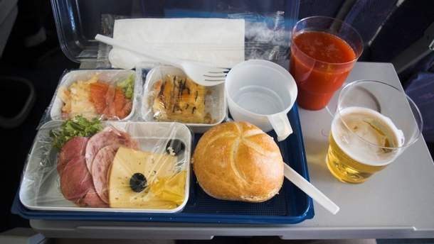 Чому краще не їсти на борту літака