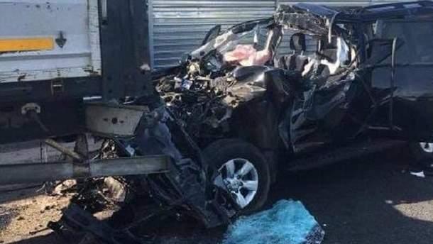 Під Києвом – жахлива ДТП: автівка влетіла під фуру