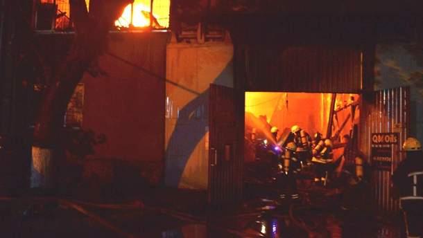 В Одессе произошел масштабный пожар на СТО