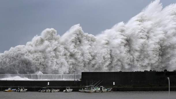 "Опасный тайфун ""Джеби"" в Японии"