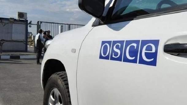 На Донбассе боевики устроили обыск в машине СММ ОБСЕ