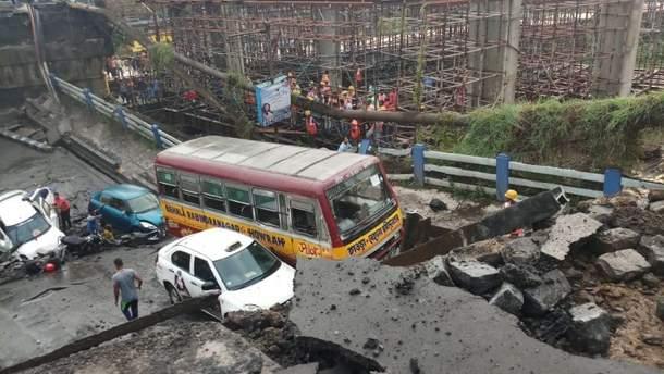 Обвал моста в Индии: не менее 5 погибших