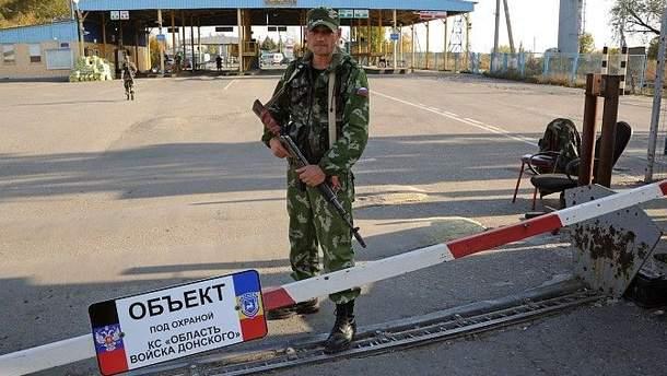 На границе Украины и России вблизи оккупированных территорий Донбасса местные жители заметили странное