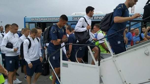 Збірна України з футболу вилетіла до Чехії
