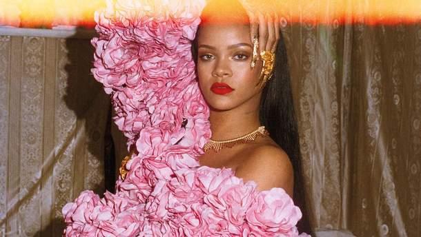 Рианна примерила винтажные образы в яркой фотосессии