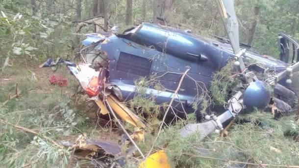 На Трухановом острове в Киеве упал вертолет: 2 человека пострадали, они госпитализированы