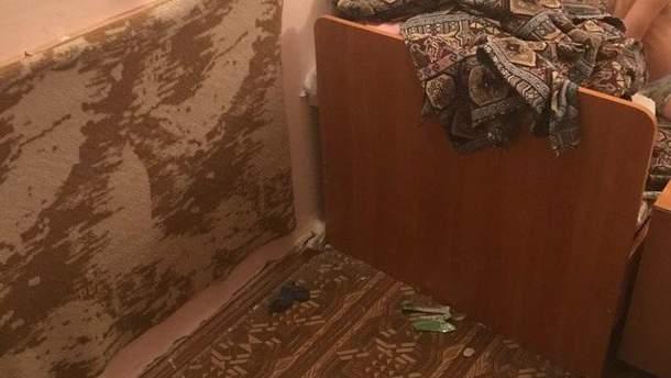 Номер у дитячому таборі в Євпаторії з купою сміття