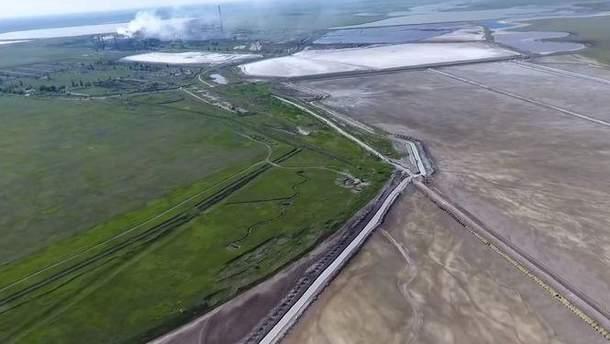 """Пробы возле завода """"Титана"""" в Крыму свидетельствуют о выбросе химикатов в воду"""