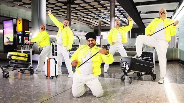 """Работники аэропорта """"Хитроу"""" по-особому отметили годовщину Фредди Меркьюри"""