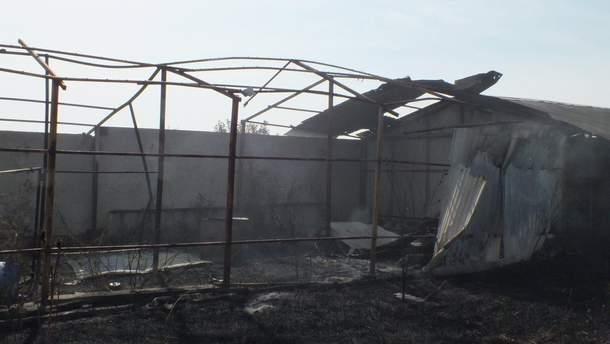 Через обстріли бойовиків у житловому секторі Красногорівки розпочалась пожежа
