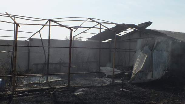 Из-за обстрелов боевиков в жилом секторе Красногоровки начался пожар