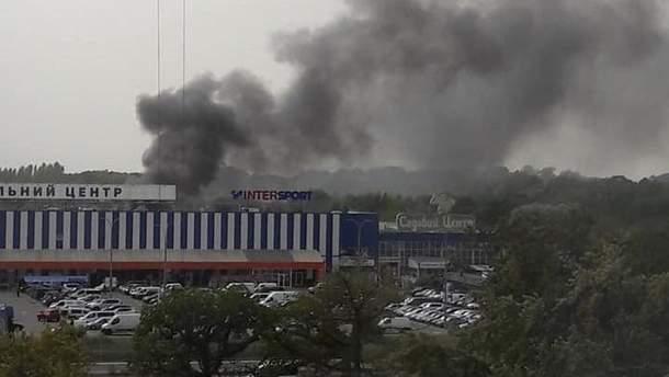 Киевлян напугал пожар на Теремках: над городом черный дым
