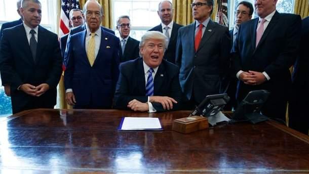 """У Білому домі  піднялося """"повстання"""" проти глави Білого дому: що це означає для Трампа"""