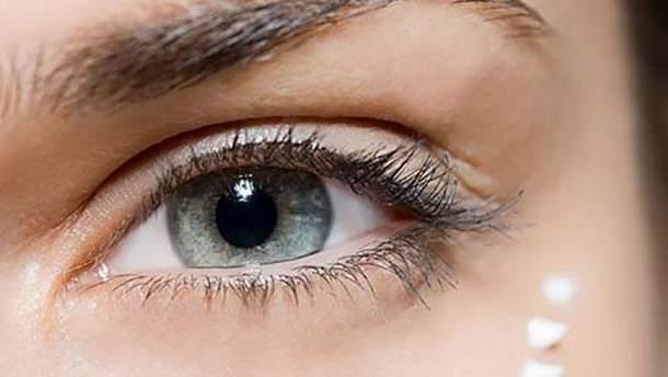Какие ошибки в уходе за кожей вокруг глаз приводят к старению