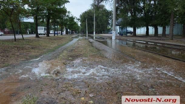 В Николаеве прорвало трубопровод