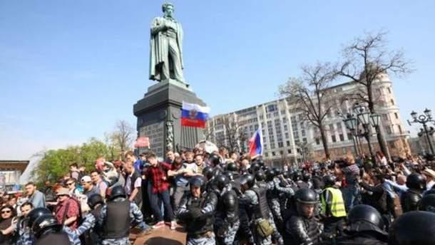 День протестів у Росії: сутички з поліцією та затримання демонстрантів по всій країні